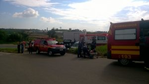 Colisão-entre-carros-na-rotatória-do-aeroporto-deixa-dois-feridos-1-1024x576